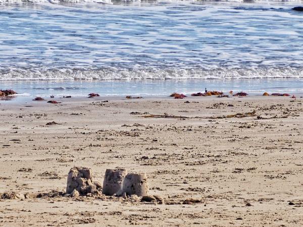 Beside the seaside, beside the sea... by cats_123