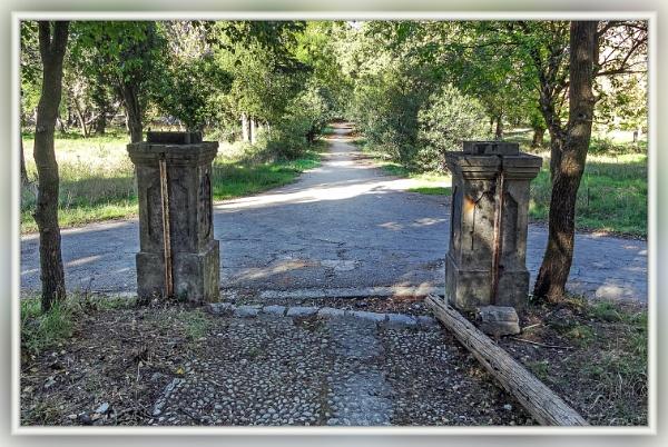 Old  gate by nklakor
