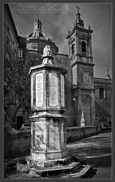 Monument by Kemmuna