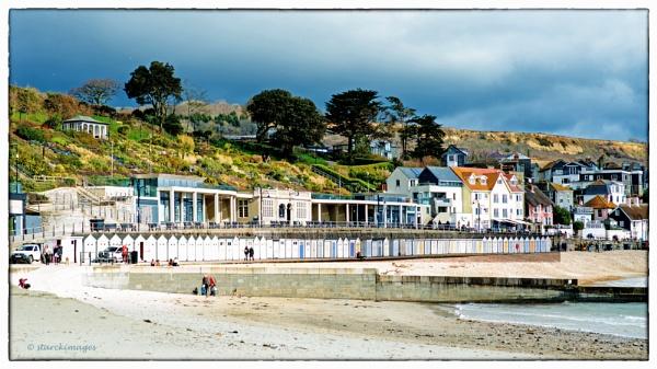 Marine Parade & Beach Huts by starckimages