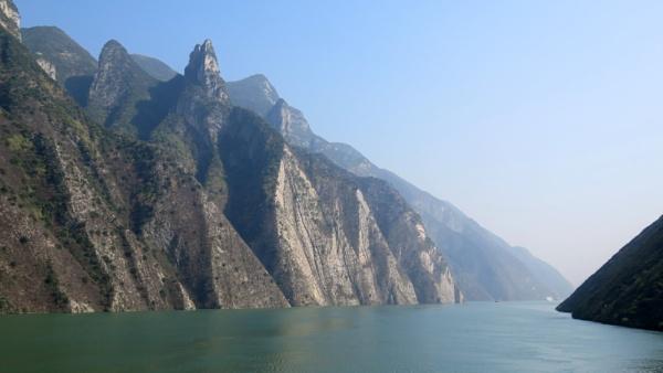 Views on the Yangtze River (ii) by TheURL