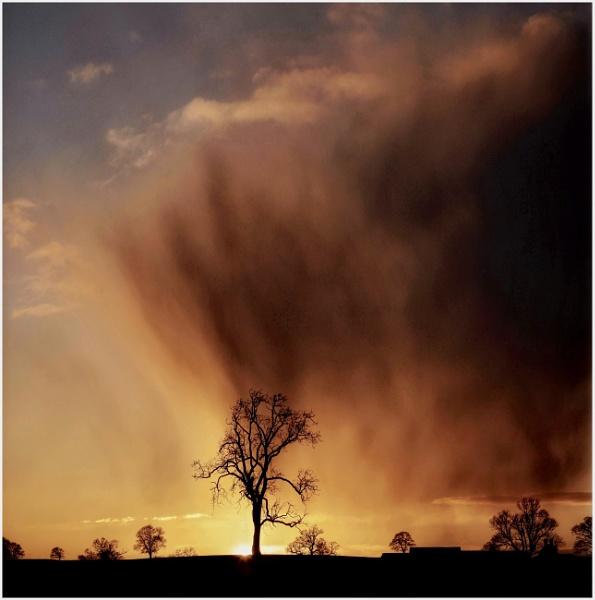 Rain cloud glow by Carlos9
