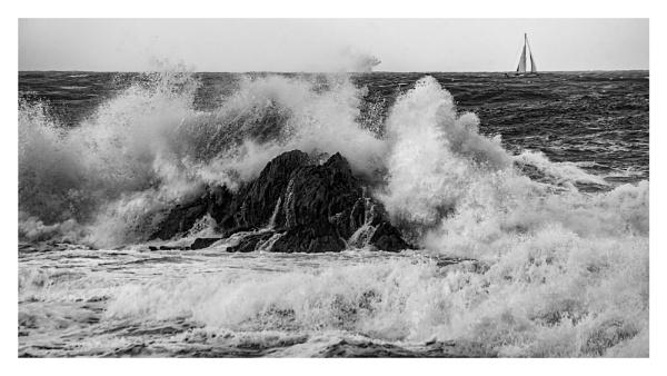 crashing waves by happysnapper