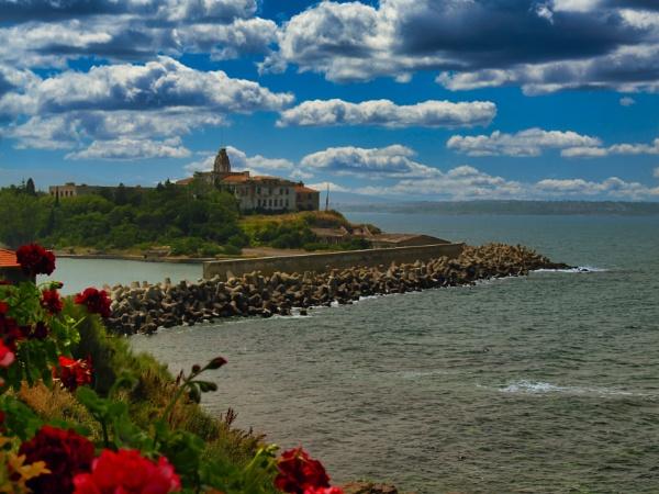Black Sea shore by instone67