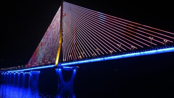 LED Bridge by TheURL