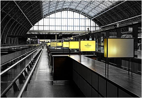 Oyster and Champagne Bar St Pancras by ZenTony