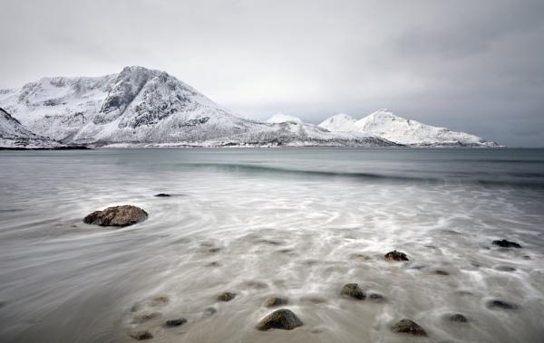 Arctic beach by L3693