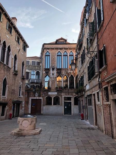 A Venetian Courtyard by Kaxxie