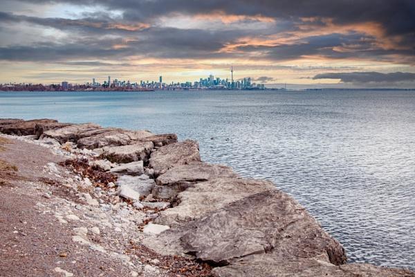 Lake shoreline by manicam