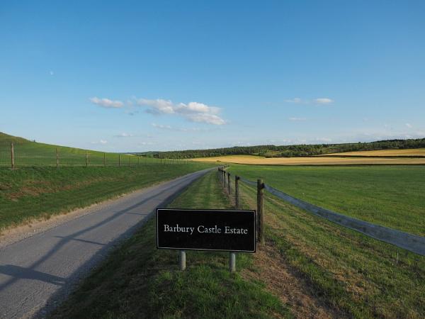 Barbury up on the Wiltshire downs. by niknakpaddywhack