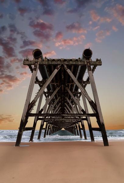 Steetley Pier by HenB
