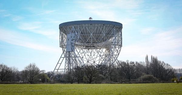 Jodrell Bank Observatory by bobelle