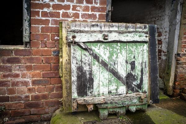 Barn Door by mymindseye