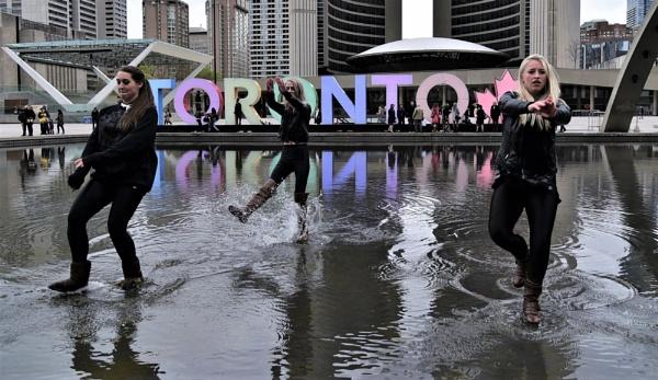 Making a splash in Toronto by djh698