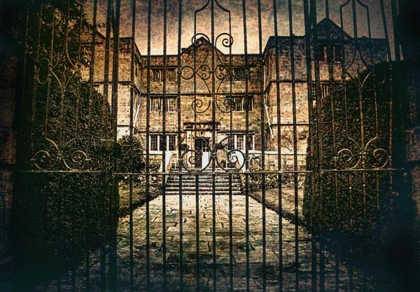 Eyam Hall by adagio