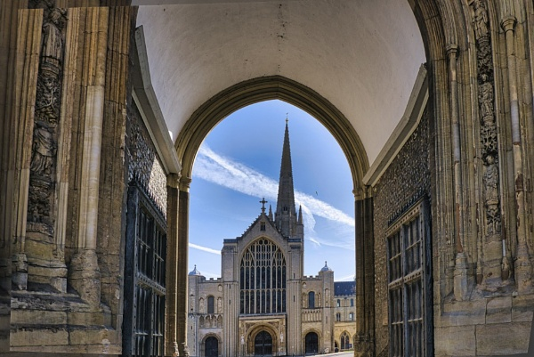 Norwich Cathedral. by Peterdrainage