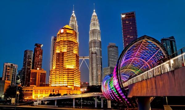 Kuala Lumpur skyline 3 by sawsengee