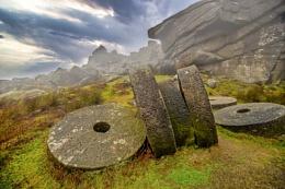 Stanage Edge grind stones