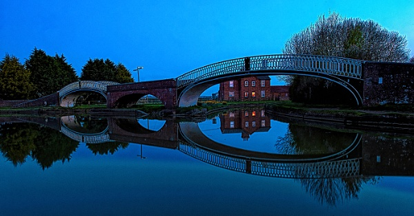 Braunston Twin Iron Bridges by ugly