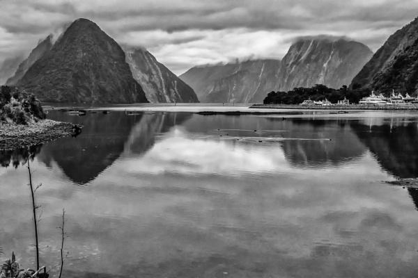 Milford Sound (I) by barryyoungnz