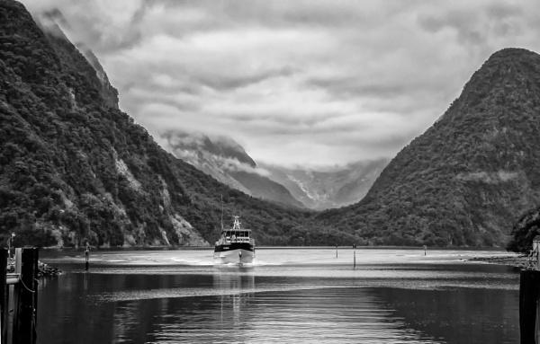 Milford Sound. (II) by barryyoungnz