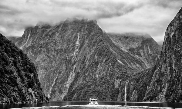 Milford Sound. (III) by barryyoungnz