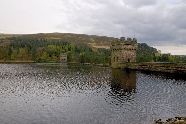 Derwent Dam by harrywatson