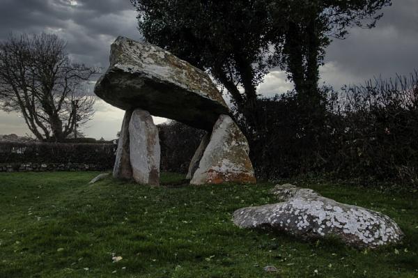 Carreg Coetan Arthur by woodini254