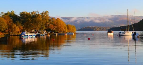 Autumnal mooring by Ffynnoncadno