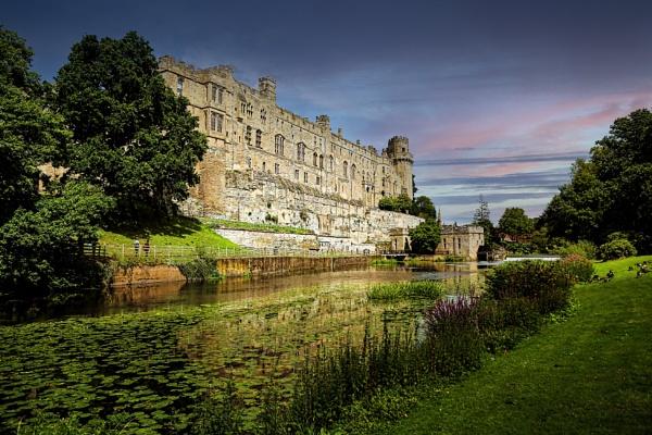 Warwick Castle by Ffynnoncadno