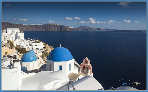 The caldera of Santorini by IainHamer