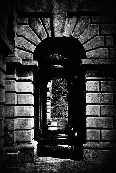 Through the Archway by adagio