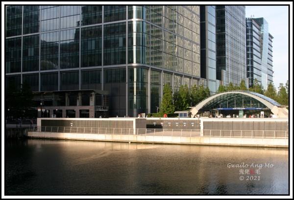 Canary Wharf (3): Late sun (long shot) by GwailoAngMo