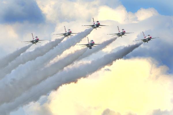 Approaching aircraft by jbsaladino