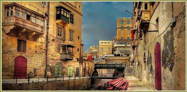 \'\'Behind the gate\'\' -------- Valletta area behind Victoria Gate by Edcat55