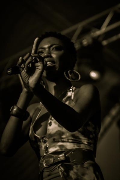 Lira in concert by Zilba
