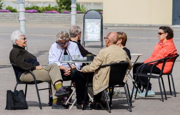 Coffee pause . by Jukka