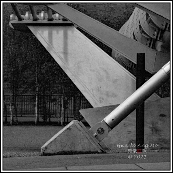 Millennium Bridge, Bankside by GwailoAngMo