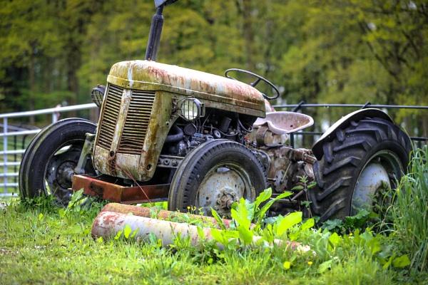 Retired Tractor by kelvin7