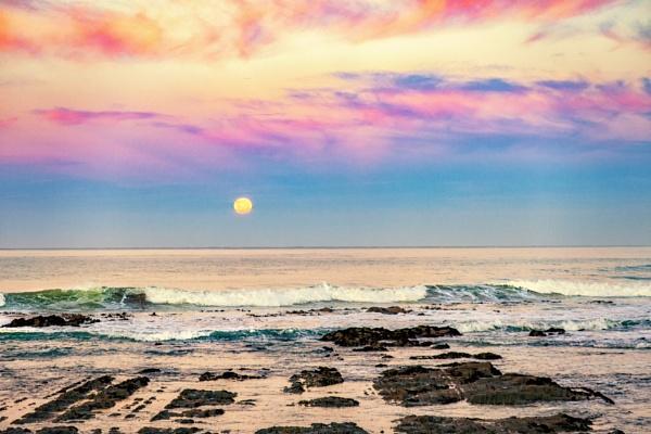 Full Moon Rising by capturingthelight