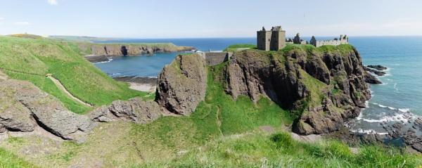 Dunnottar Castle by ericjlaw