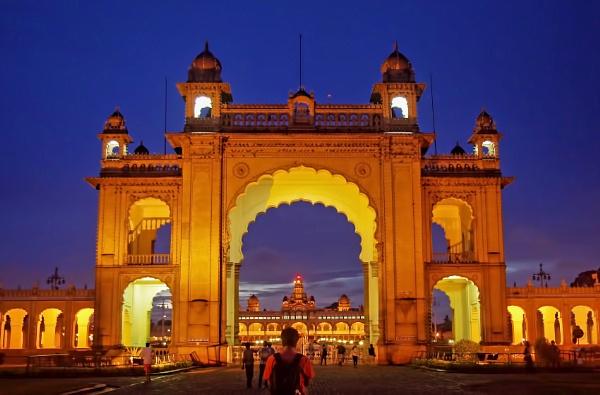Mysore Palace by sawsengee