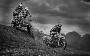The downhill pursuit
