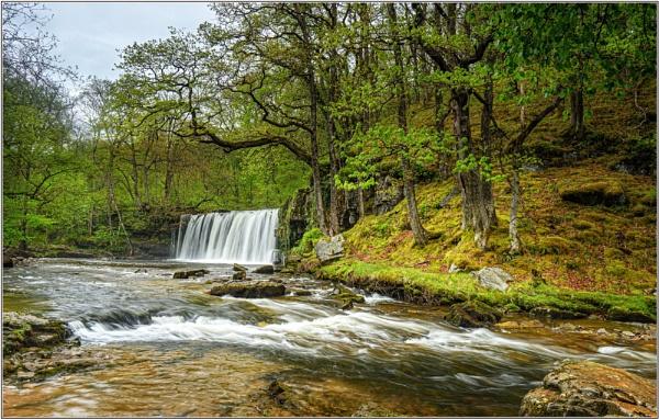 Sgwd Ddwli Uchaf (Upper Gushing Falls) by DTM