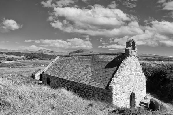 St Tanwg\'s Church by Ffynnoncadno
