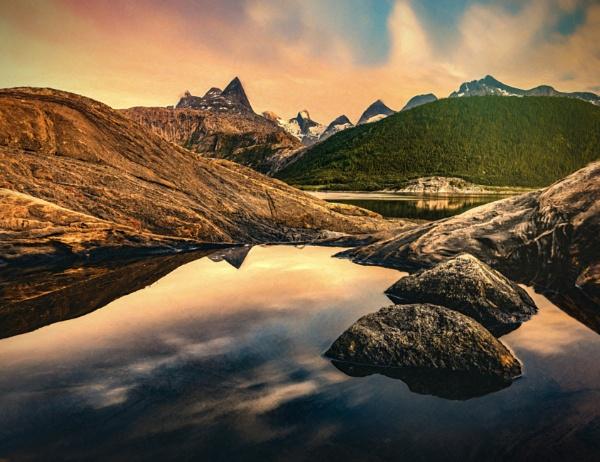 Norwegian summer night by INK74