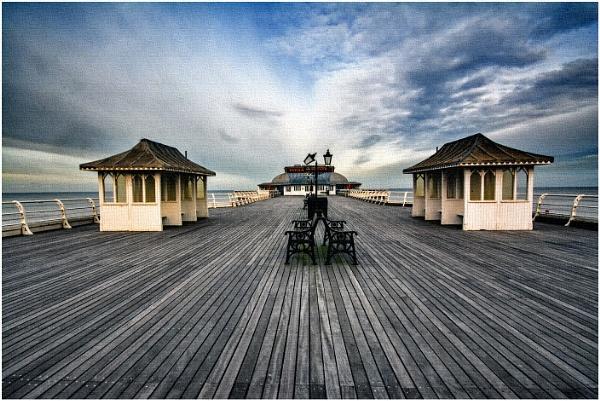 Cromer Pier by dven