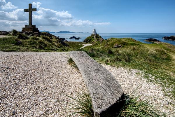 Llanddwyn  Island Lighthouse by roge21