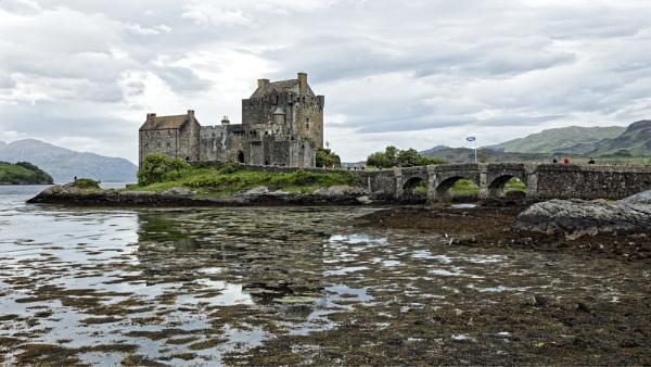 Eilean Donan Castle by pdunstan_Greymoon