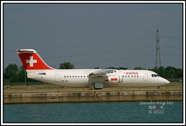 HB-IXO departing LCY (1 of 2) by GwailoAngMo